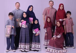 busana sarimbit keluarga muslim